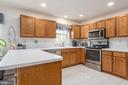 Ample cabinetry in this update kitchen - 6 SPRING LAKE DR, STAFFORD