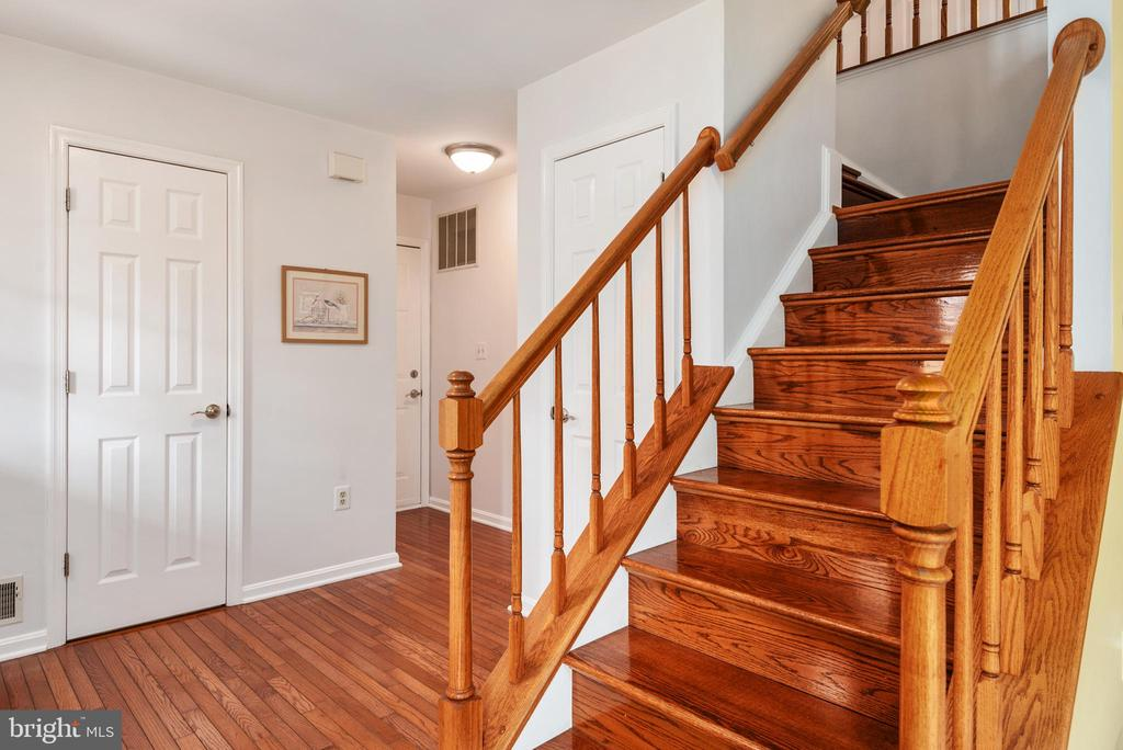 Stunning wood floors and staircase - 6 SPRING LAKE DR, STAFFORD