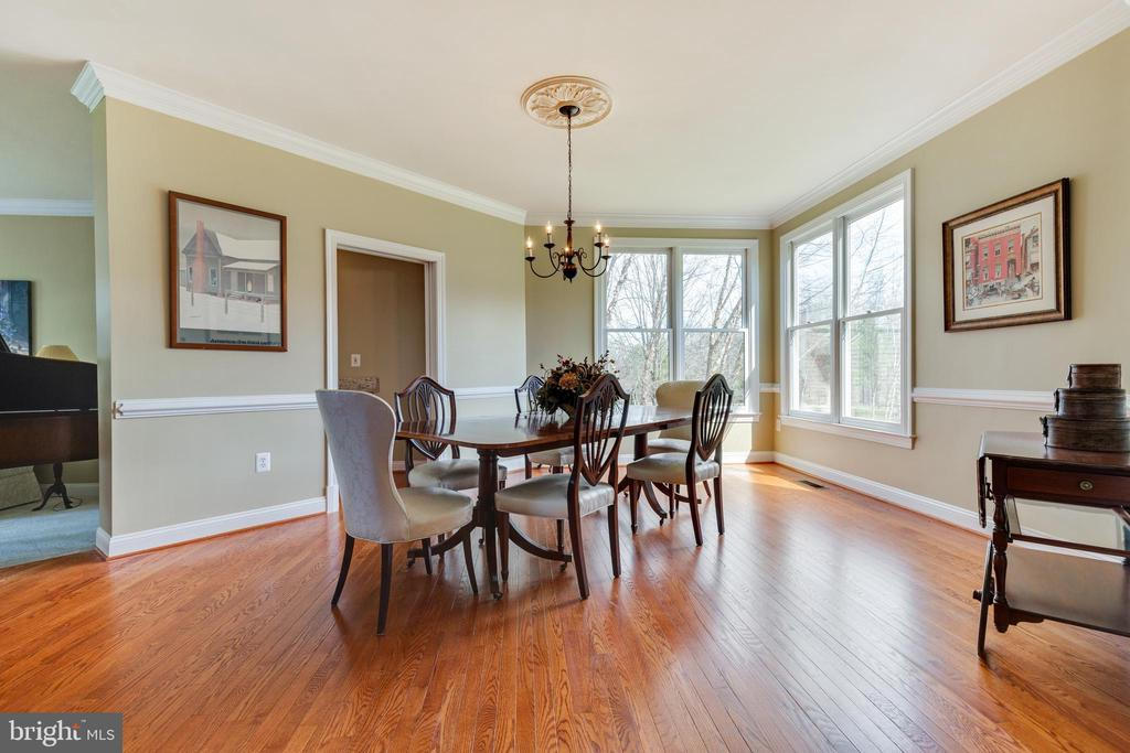 Dining Room with Butler's Pantry - 21946 HYDE PARK DR, ASHBURN
