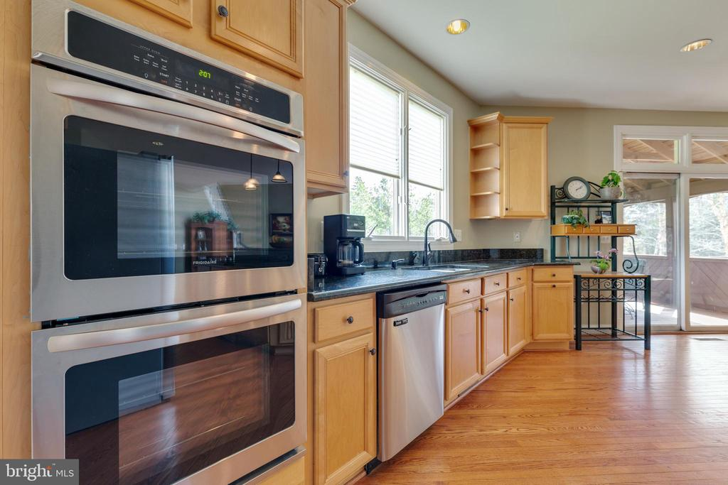 Brand New Double Wall Oven - 21946 HYDE PARK DR, ASHBURN