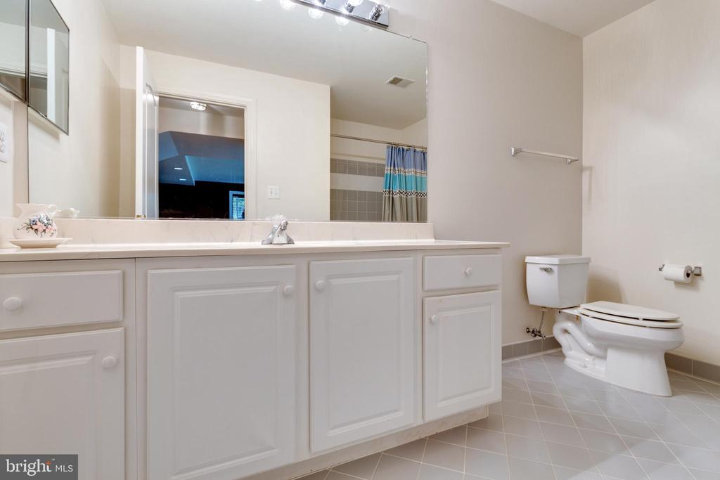 Lower Level Full Bathroom - 21946 HYDE PARK DR, ASHBURN
