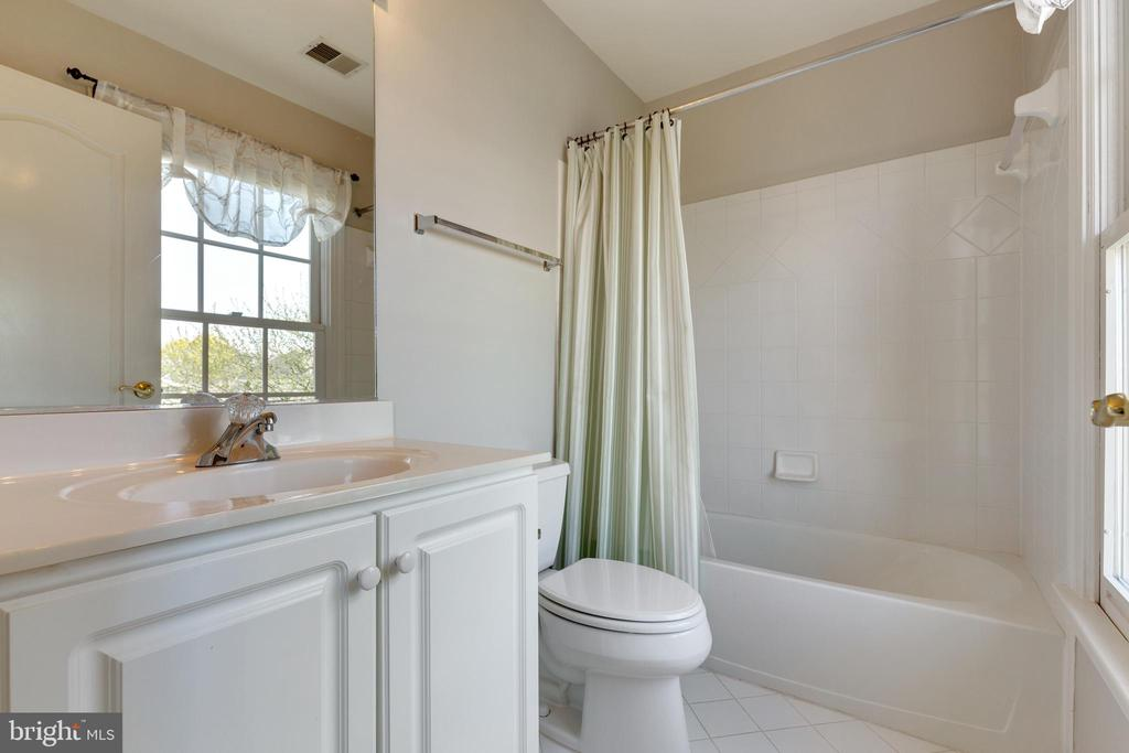 2nd En Suite Bath Upstairs - 21946 HYDE PARK DR, ASHBURN