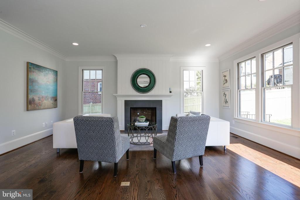 gas fireplace with panelled overmantel - 5010 25TH RD N, ARLINGTON