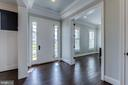 Stunning  foyer with crown molding & tray ceiling - 23065 CHAMBOURCIN PL, ASHBURN