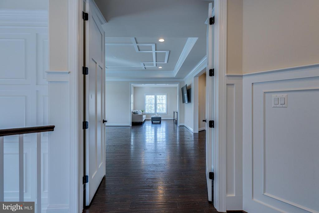 Gorgeous entry to owner's suite - 23065 CHAMBOURCIN PL, ASHBURN