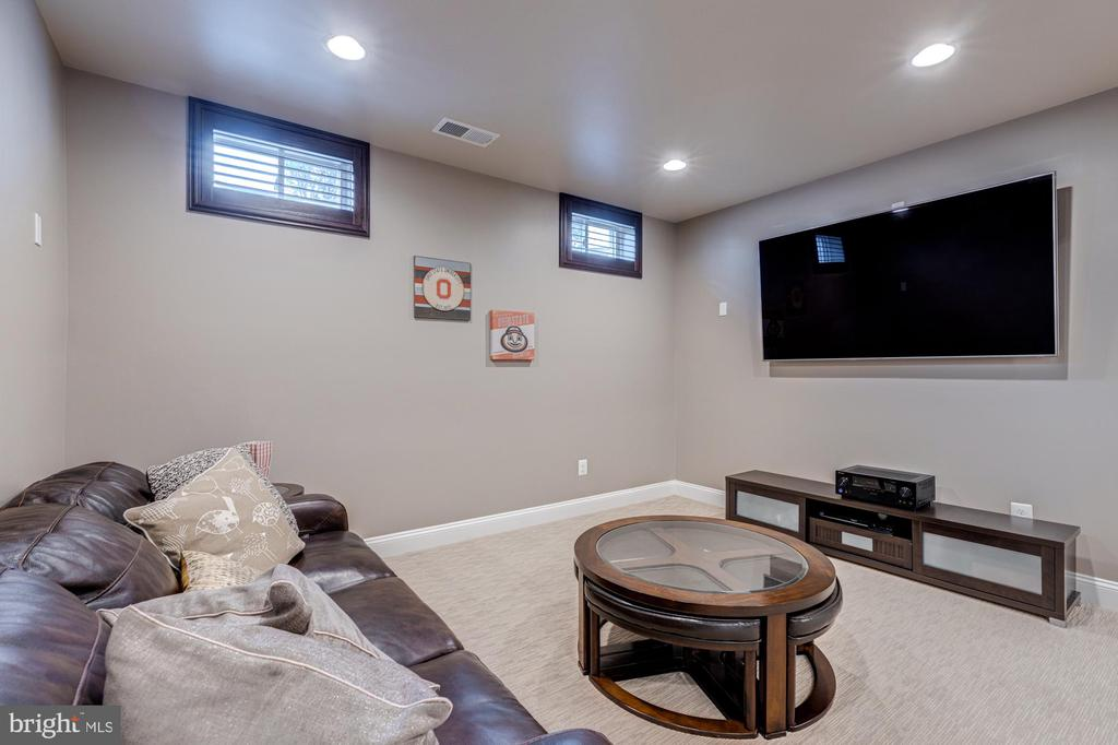 Game room or conversation area on lower level - 23065 CHAMBOURCIN PL, ASHBURN