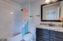 En-suite bath #4 - 23065 CHAMBOURCIN PL, ASHBURN