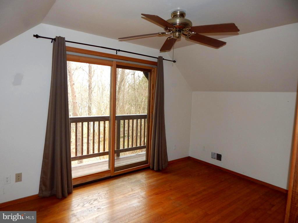 Upstairs Bedroom w/ Balcony - 9108 MILL POND RD, SPOTSYLVANIA