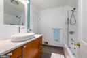 Dual entry second bathroom - 4311 TORCHLIGHT CIR, BETHESDA