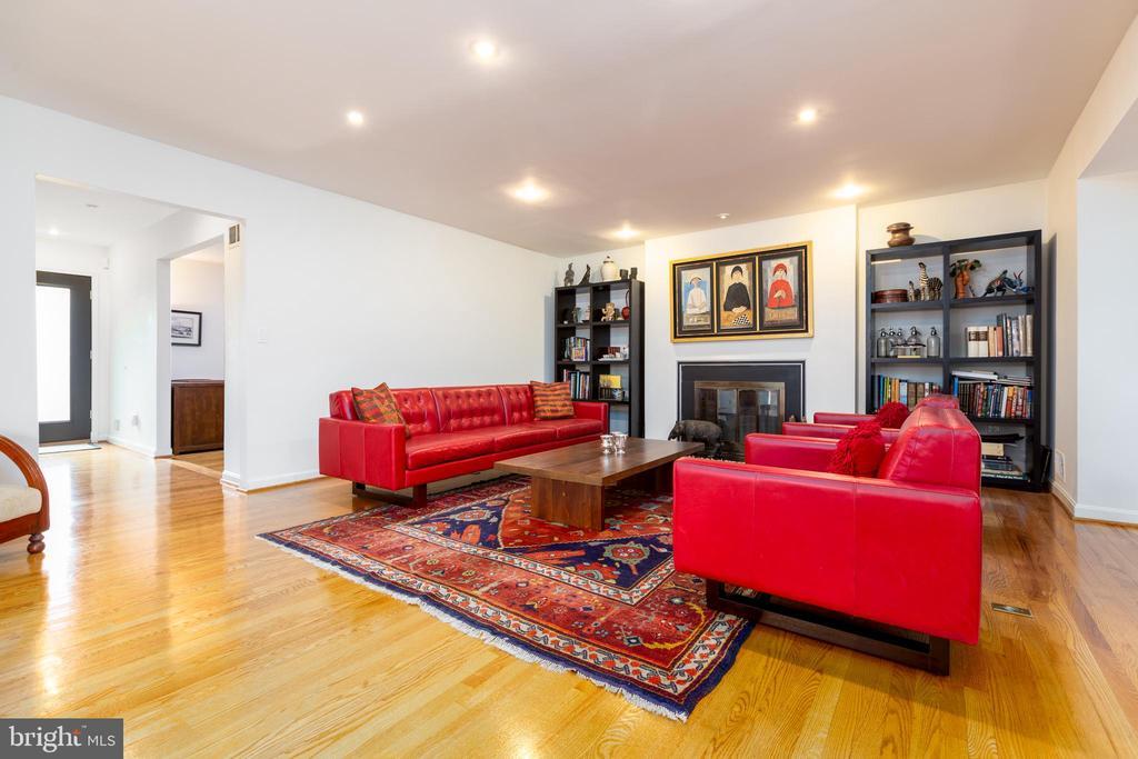 Open plan living room - 4311 TORCHLIGHT CIR, BETHESDA
