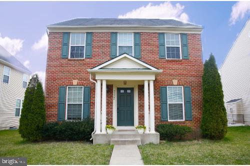 Brick Front Lovingly Cared For Single Family Home - 25928 KIMBERLY ROSE DR, CHANTILLY
