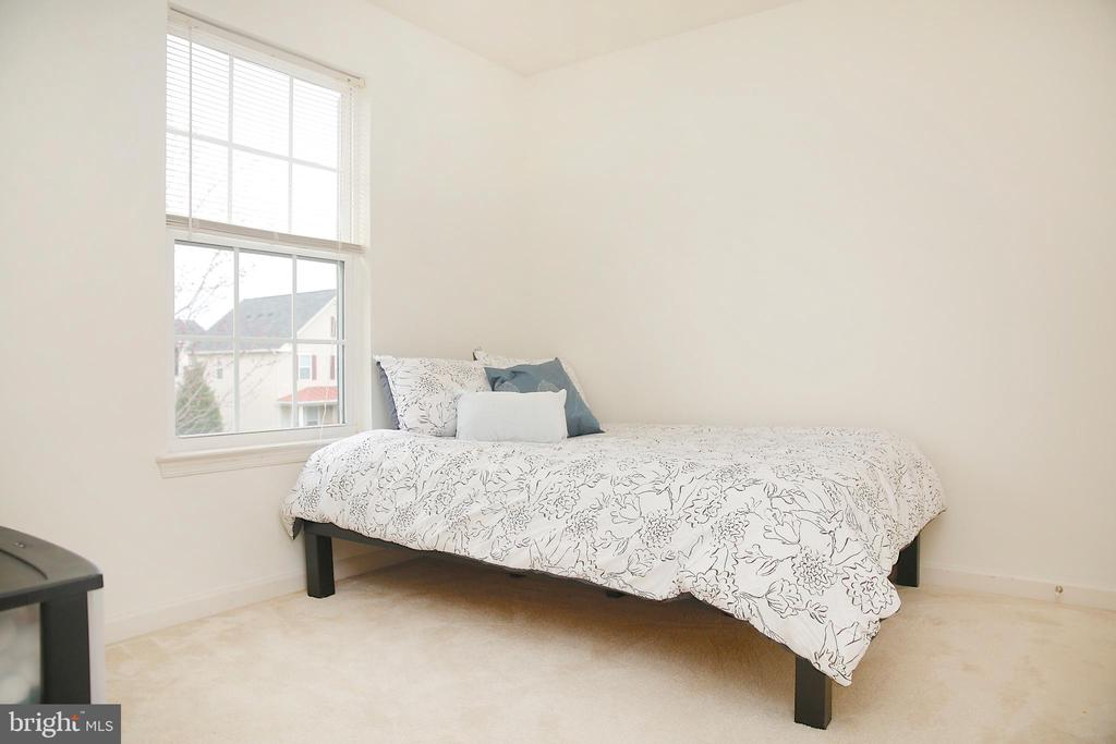 Plenty of Room in 2nd bedroom - 25928 KIMBERLY ROSE DR, CHANTILLY