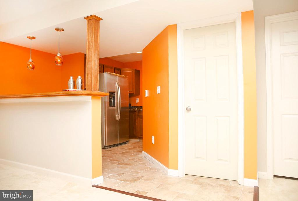 Large wet bar with full size refrigerator - 25928 KIMBERLY ROSE DR, CHANTILLY