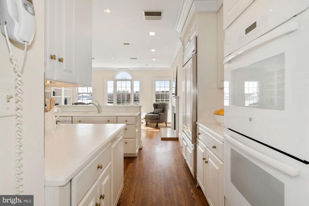 White kitchen adjoins a sun filled family room - 19 WILKES ST, ALEXANDRIA
