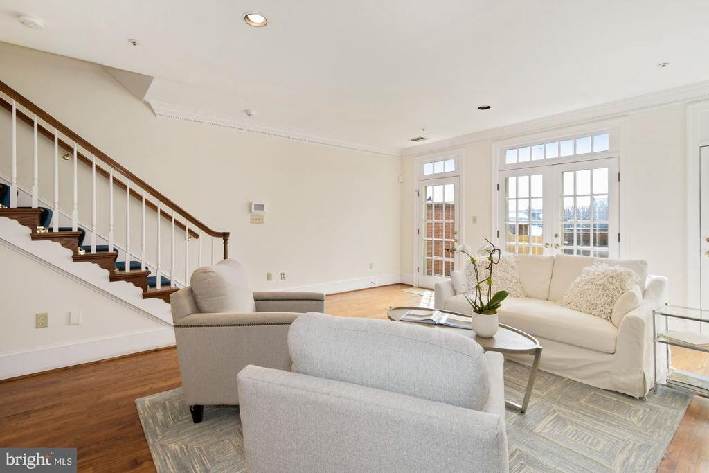 Stairs are an option w/Otis elevator to all levels - 19 WILKES ST, ALEXANDRIA