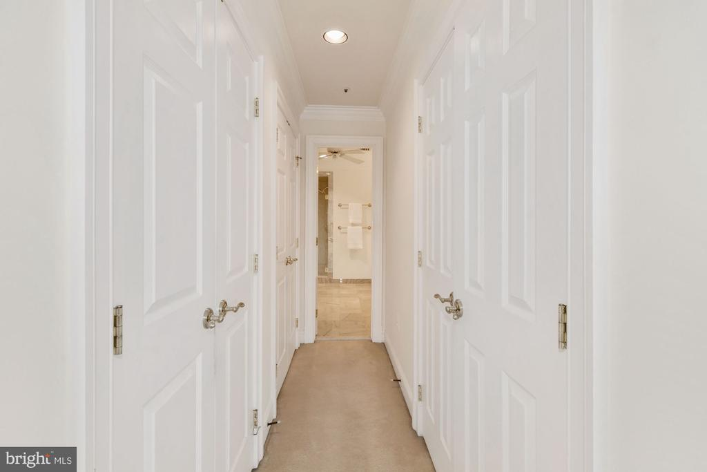 A hall of walk-in closets leads to the MBA - 19 WILKES ST, ALEXANDRIA