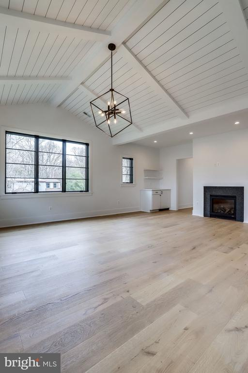 MASTER BEDROOM-VAULTED CEILINGS, FIREPLACE, BAR - 4101 N RICHMOND ST, ARLINGTON