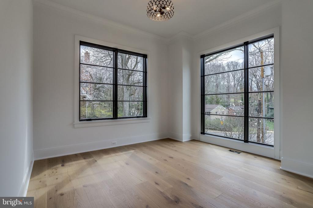 LIVING ROOM/LIBRARY - 4101 N RICHMOND ST, ARLINGTON