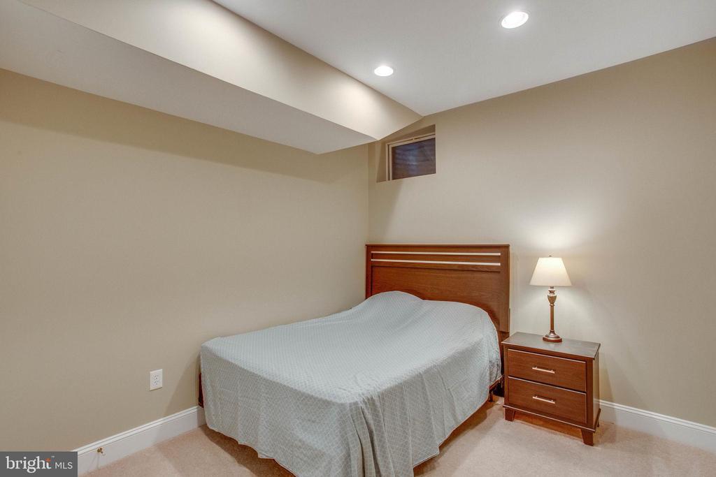 Leveler level bedroom - 18339 BUCCANEER TER, LEESBURG