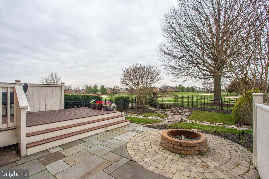 Landscaping, Deck, open space to Golf Course - 18339 BUCCANEER TER, LEESBURG