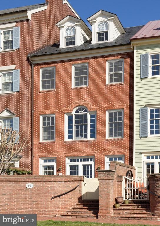 Glorious river views from this 3/4BR, 3.55BA home - 19 WILKES ST, ALEXANDRIA