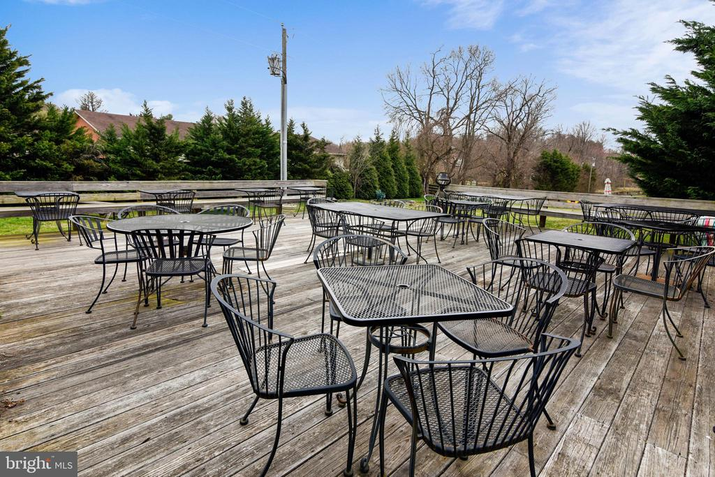Winery Deck - 40325 CHARLES TOWN PIKE, HAMILTON