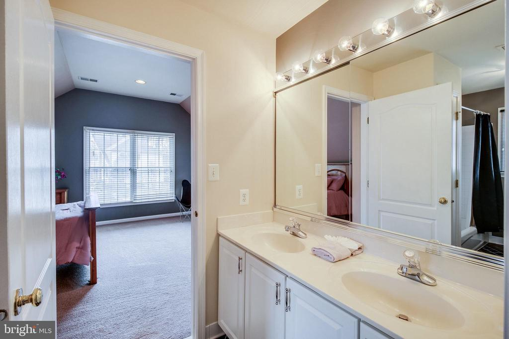 Shared Bath - 13451 GRAY VALLEY CT, CENTREVILLE