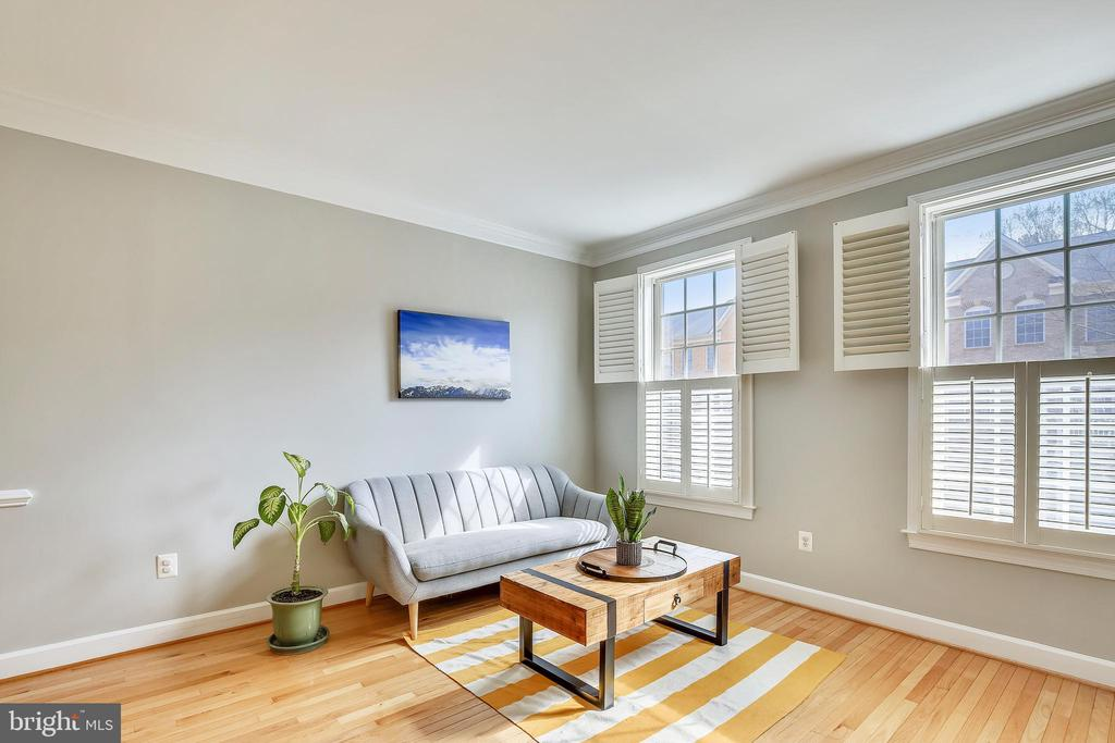 Living Room - 147 HERNDON MILL CIR, HERNDON