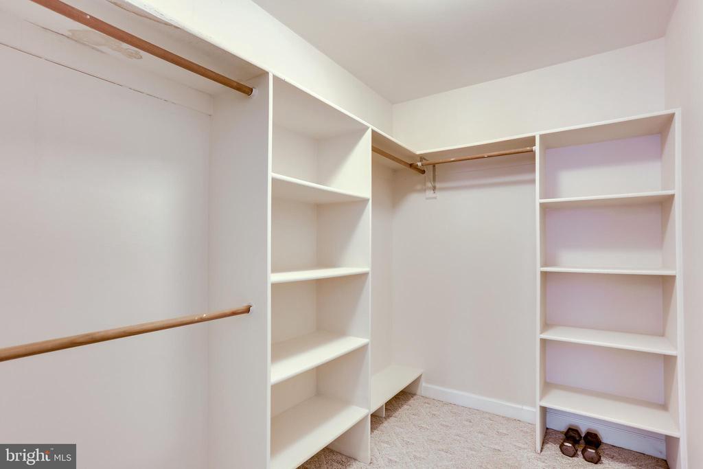 MAIN LEVEL BEDROOM WALK IN CLOSET SHELVING - 7365 BEECHWOOD DR, SPRINGFIELD