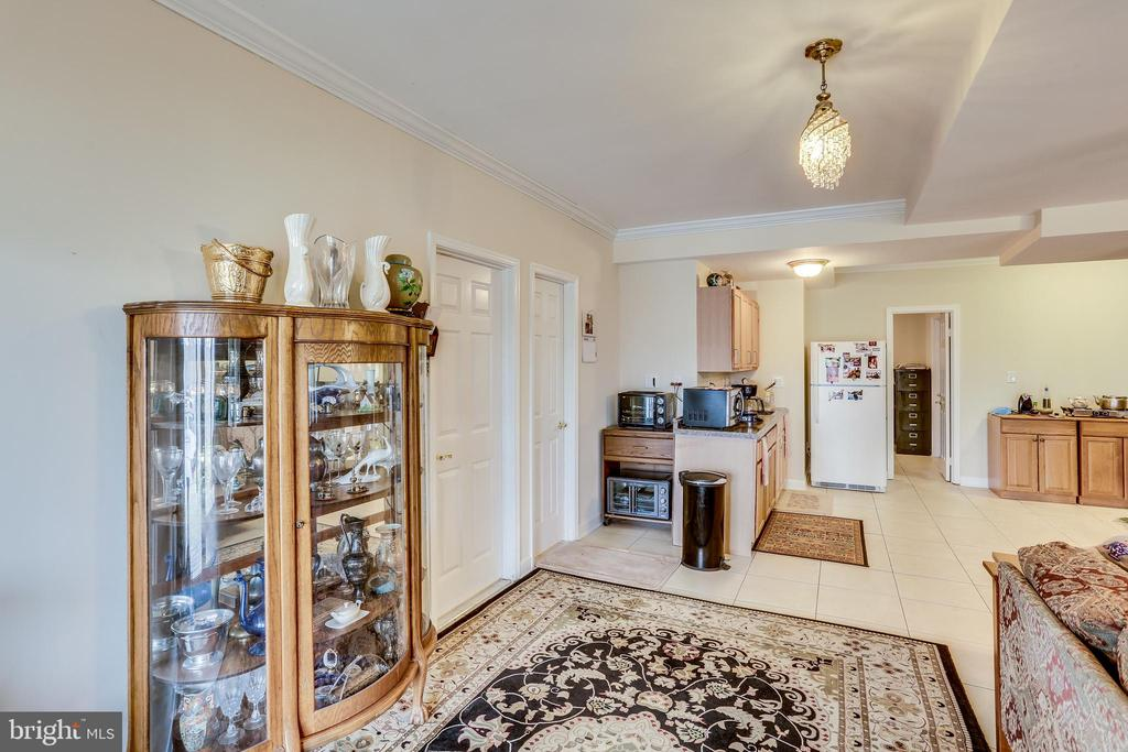 ONE OF TWO SEPARATE IN-LAW/AU-PAIR SUITES - 7365 BEECHWOOD DR, SPRINGFIELD