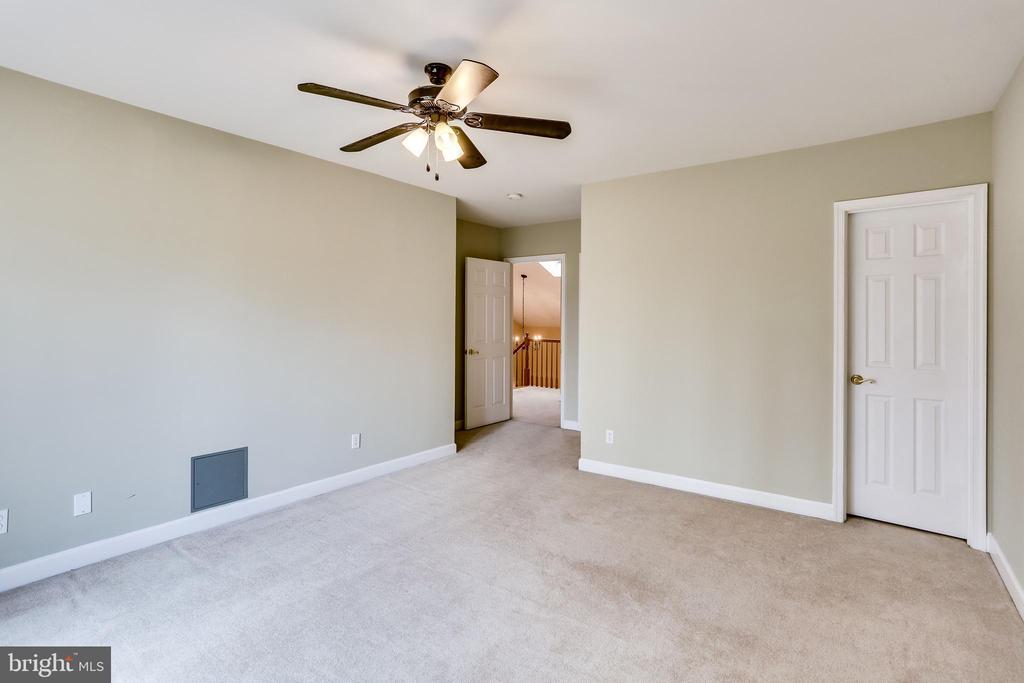 UPPER LEVEL REAR BEDROOM TO WALK IN CLOSET DOOR - 7365 BEECHWOOD DR, SPRINGFIELD