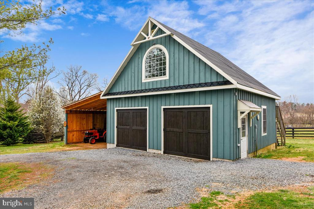 Two Car Garage w/ overhang & upper level loft - 40325 CHARLES TOWN PIKE, HAMILTON