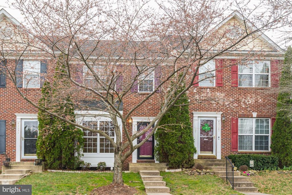 Quiet row of TH's nestled in a SFH neighborhood! - 43329 MARY RITA TER, ASHBURN