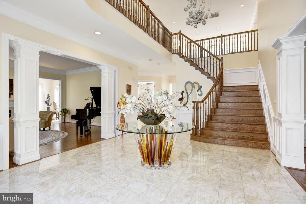 Welcoming two Story Foyer - 11408 WOLFS LNDG, FAIRFAX STATION