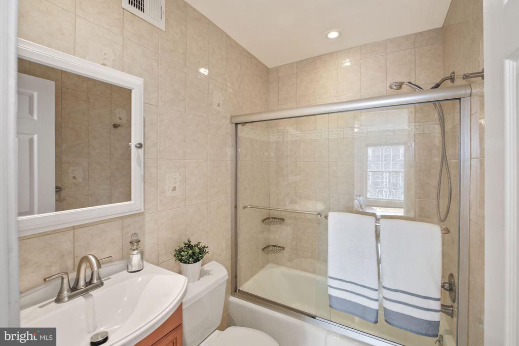 Master Bathroom Ensuite! - 3747 KANAWHA ST NW, WASHINGTON