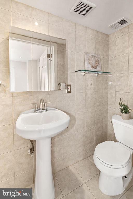 Ensuite bathroom in 2nd bedroom on 3rd level! - 3747 KANAWHA ST NW, WASHINGTON