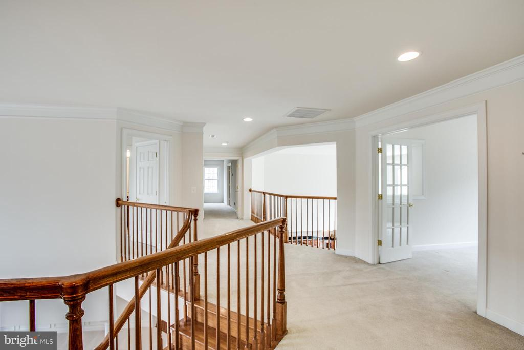 Upper hallway with overlook to the family room - 7911 MADISON PLANTATION WAY, FREDERICKSBURG