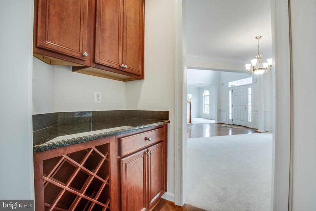 Butlers pantry for serving your dinner guests - 7911 MADISON PLANTATION WAY, FREDERICKSBURG