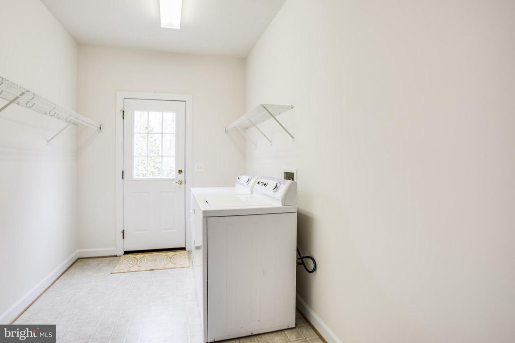 Mud room / laundry room on main level - 7911 MADISON PLANTATION WAY, FREDERICKSBURG