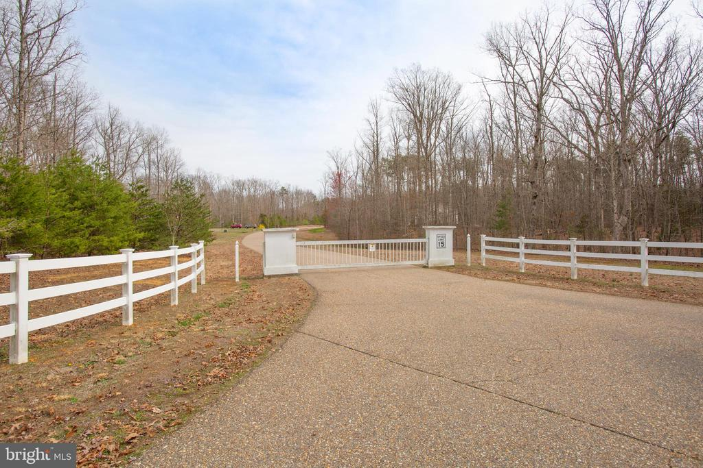 Gate for privacy & security - 7911 MADISON PLANTATION WAY, FREDERICKSBURG