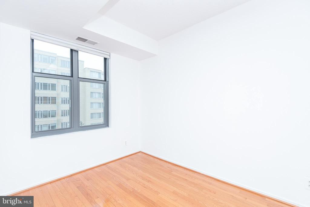 Bedroom 2 or use as a den + built in desk - 1401 17TH ST NW #604, WASHINGTON