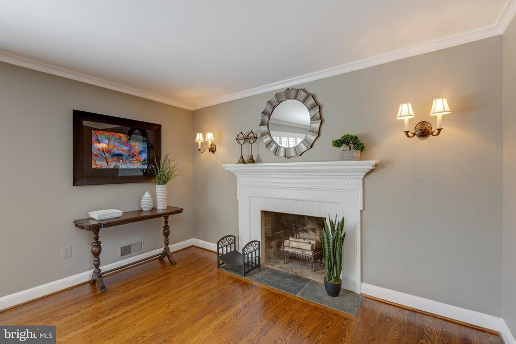 Wood burning fireplace in dining room . - 4635 35TH ST N, ARLINGTON
