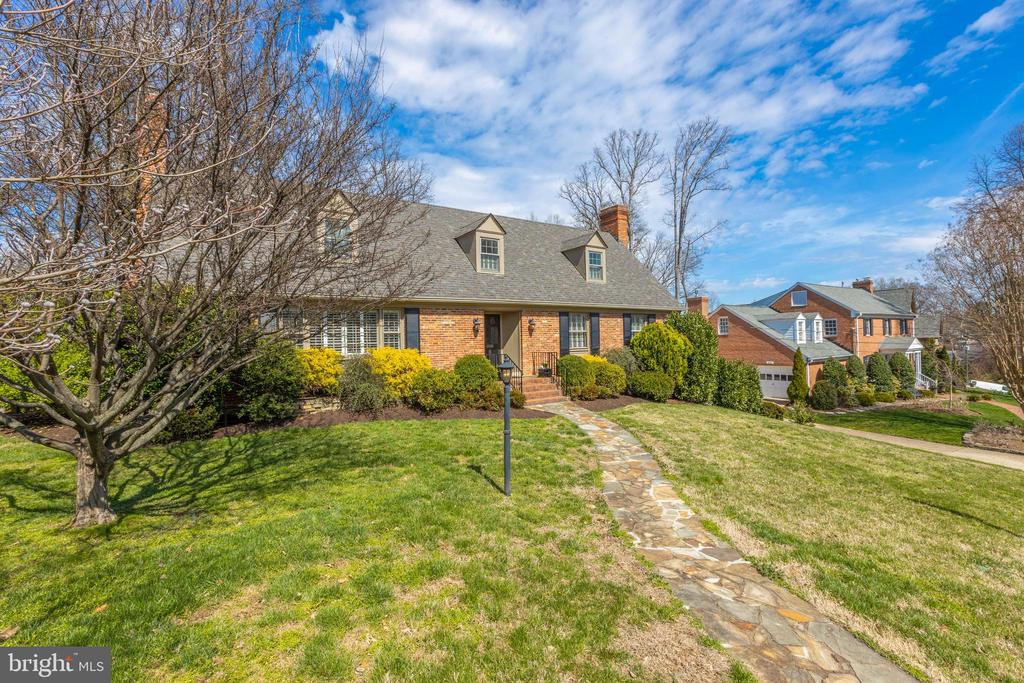 A picturesque street in the a prime location - 4635 35TH ST N, ARLINGTON