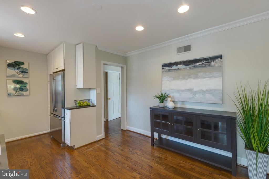 Kitchen with open flex space - 4635 35TH ST N, ARLINGTON
