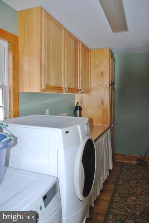 Laundry room w/cabinets - 1318 LOCUST GROVE CHURCH RD, ORANGE