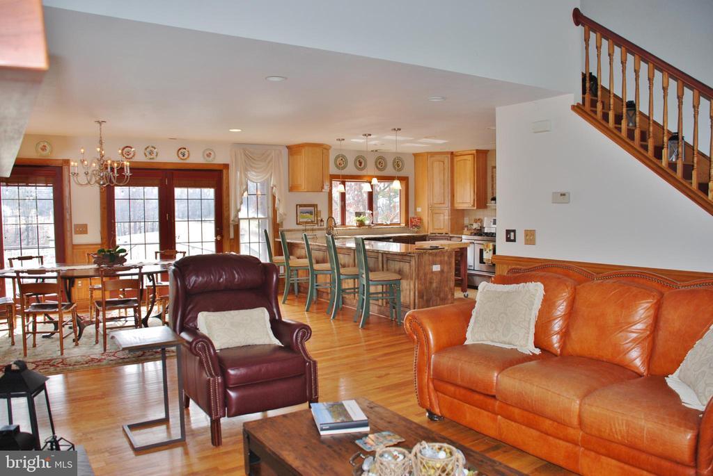 Living room w/hardwood floors - 1318 LOCUST GROVE CHURCH RD, ORANGE