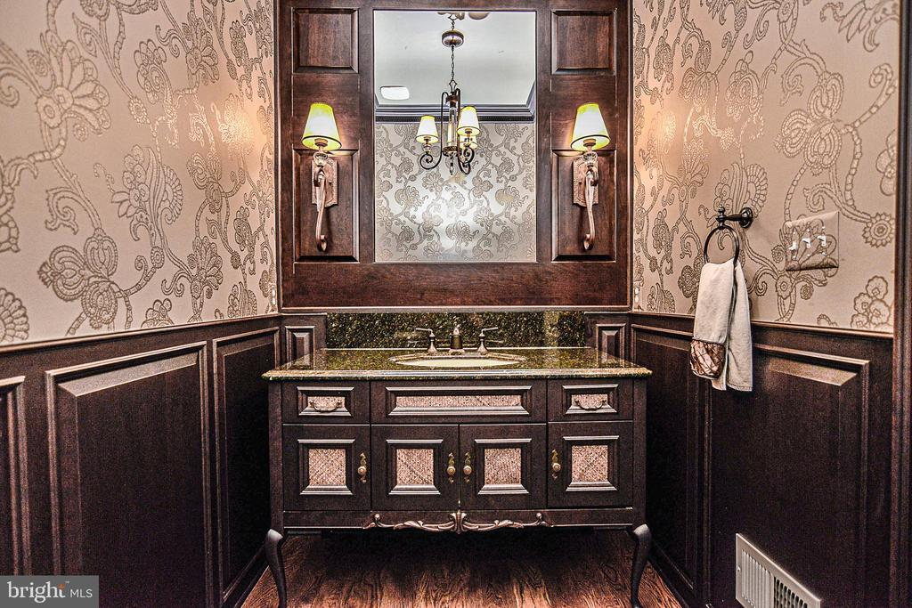 Chic Main Level  Guest Powder Room - 2555 VALE RIDGE CT, OAKTON