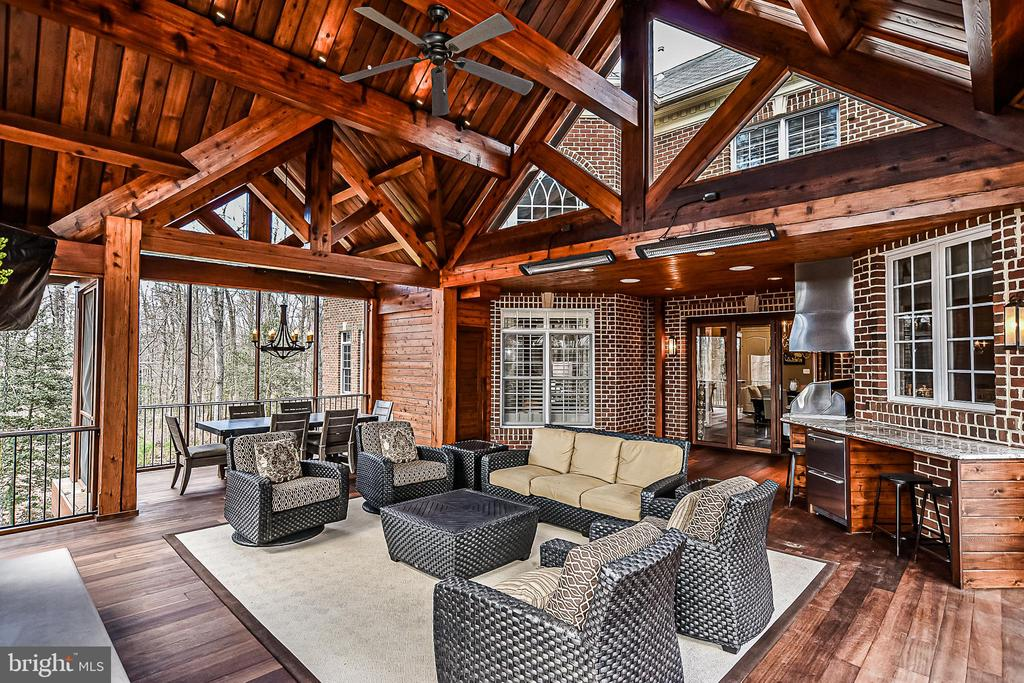 Red Cedar Wood Timbers & Ceiling, Mahogony Floors - 2555 VALE RIDGE CT, OAKTON