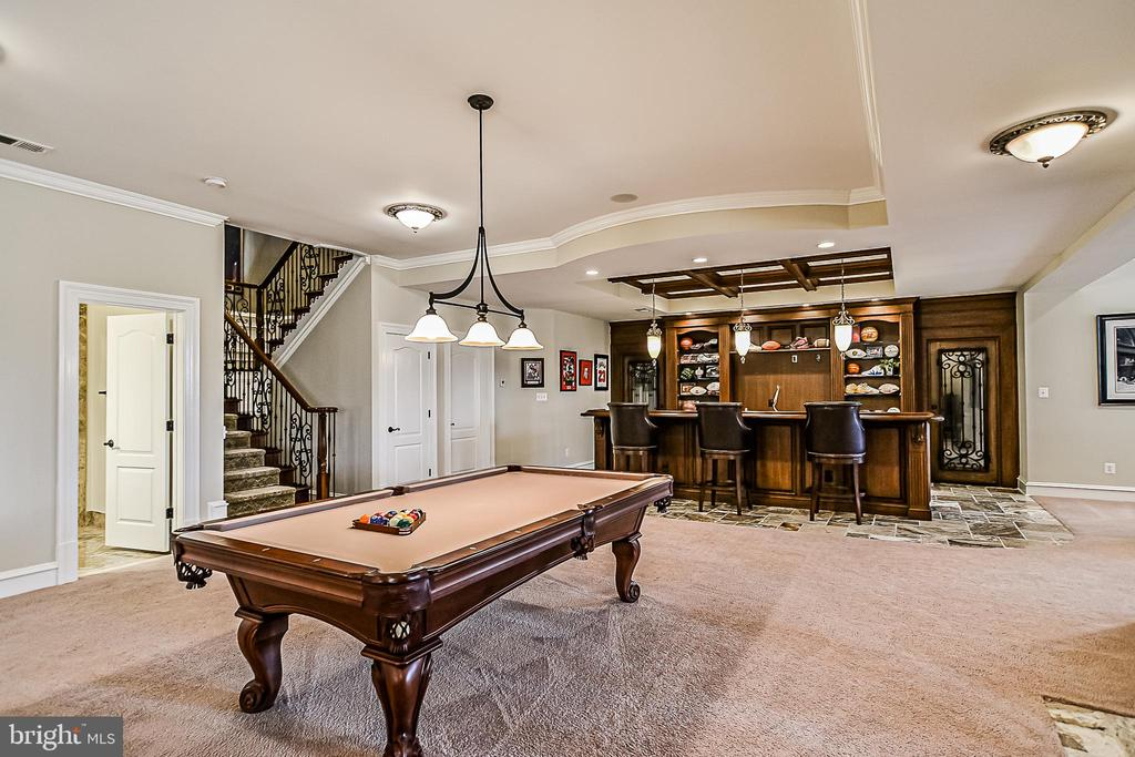 Ultimate entertainment space for Family & Friends! - 2555 VALE RIDGE CT, OAKTON