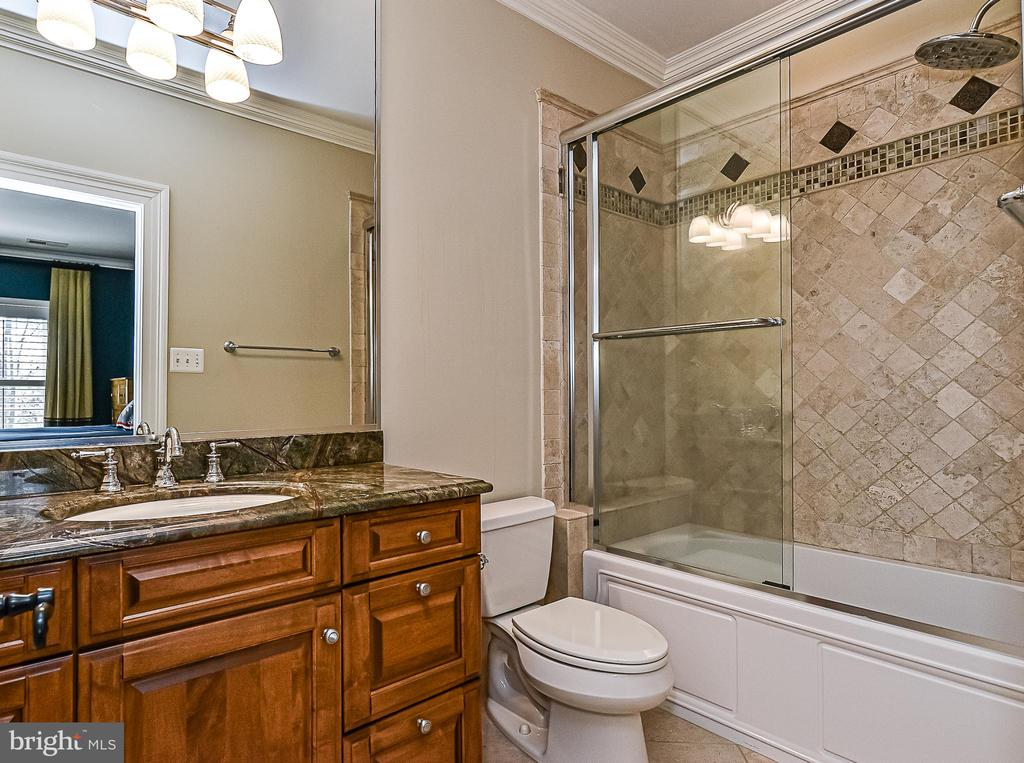 Full Bath En-suite  for Bdrm 4 - 2555 VALE RIDGE CT, OAKTON